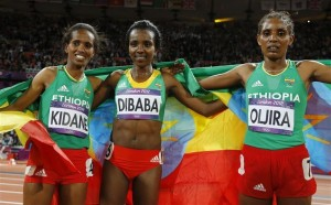 Ethiopia's Tirunesh Dibaba w Werknesh Kidane (L) and Beleynesh Oljira (R) 10,000m final Reuters Phil Noble